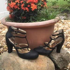 NWOT Seychelles Leather Strappy Shoes